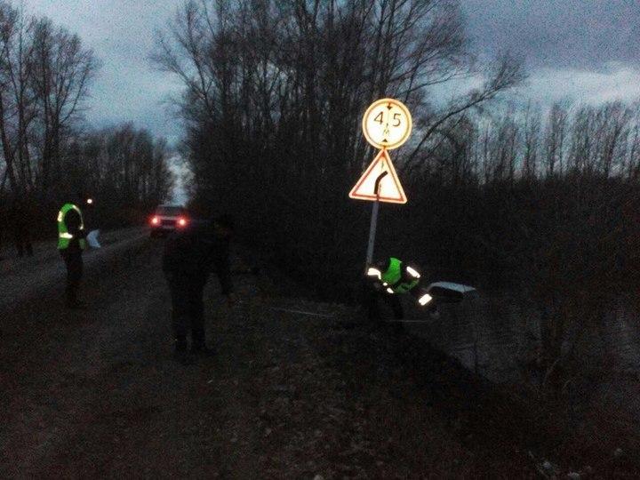 ВКувандыкском районе умер шофёр Жигулей, слетевших вкювет сталыми водами