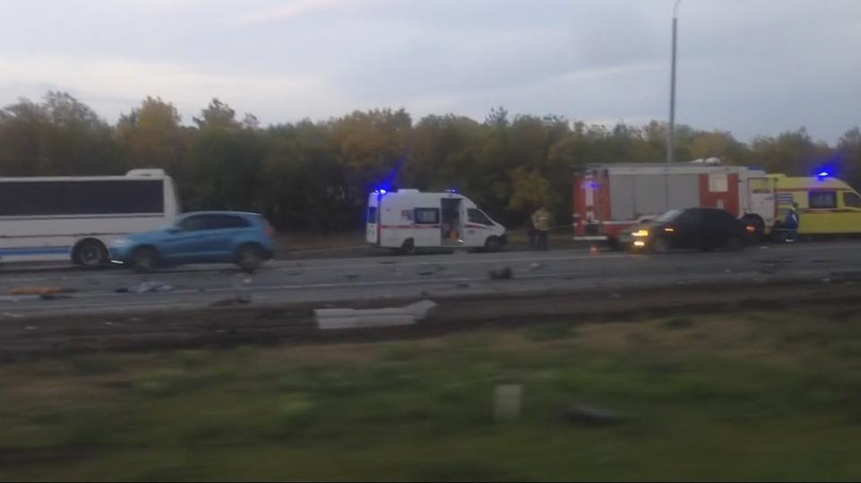 ДТП на пригородном шоссе: 4 автомобиля всмятку и 5 пострадавших