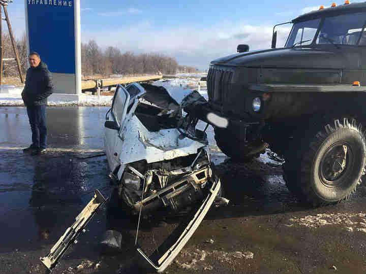 «Оку» под Оренбургом «расплющило» между 2-мя грузовиками: умер человек