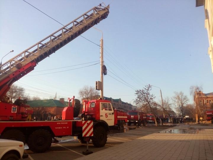 ВОренбурге наулице Чичерина полыхает новое административное сооружение