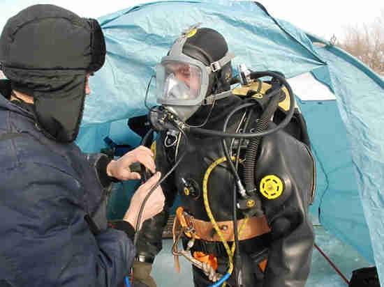 В озере Малахово в Оренбурге водолазы ищут пилота мотопараплана