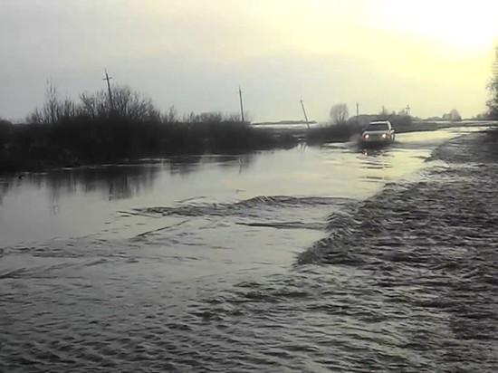 ВСоль-Илецком городском округе вода пошла через проезжую часть