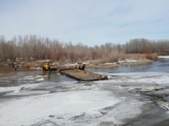 ВСоль-Илецке из-за паводка довелось убрать понтонный мост