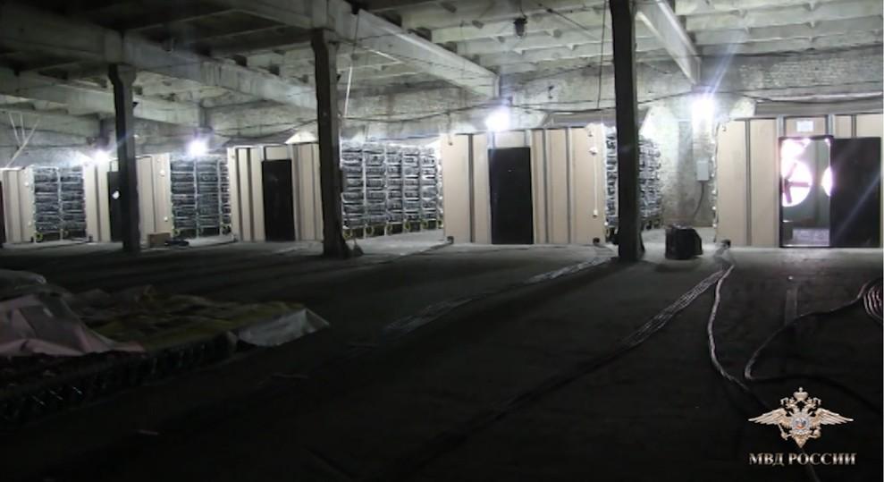 Установлены личности подозреваемых ворганизации нелегального майнингового учреждения вОренбурге